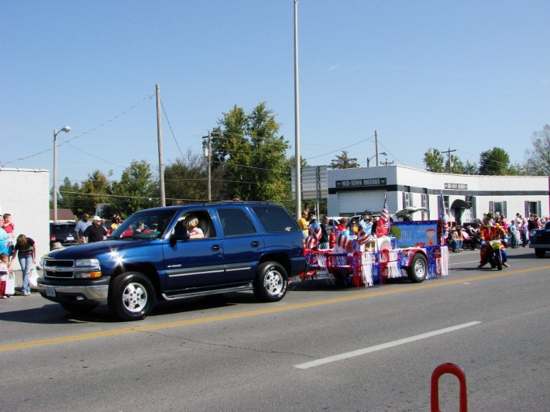 The LBFOL float cruises the parade route.