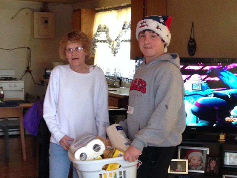 2013-project-christmas-basket-67